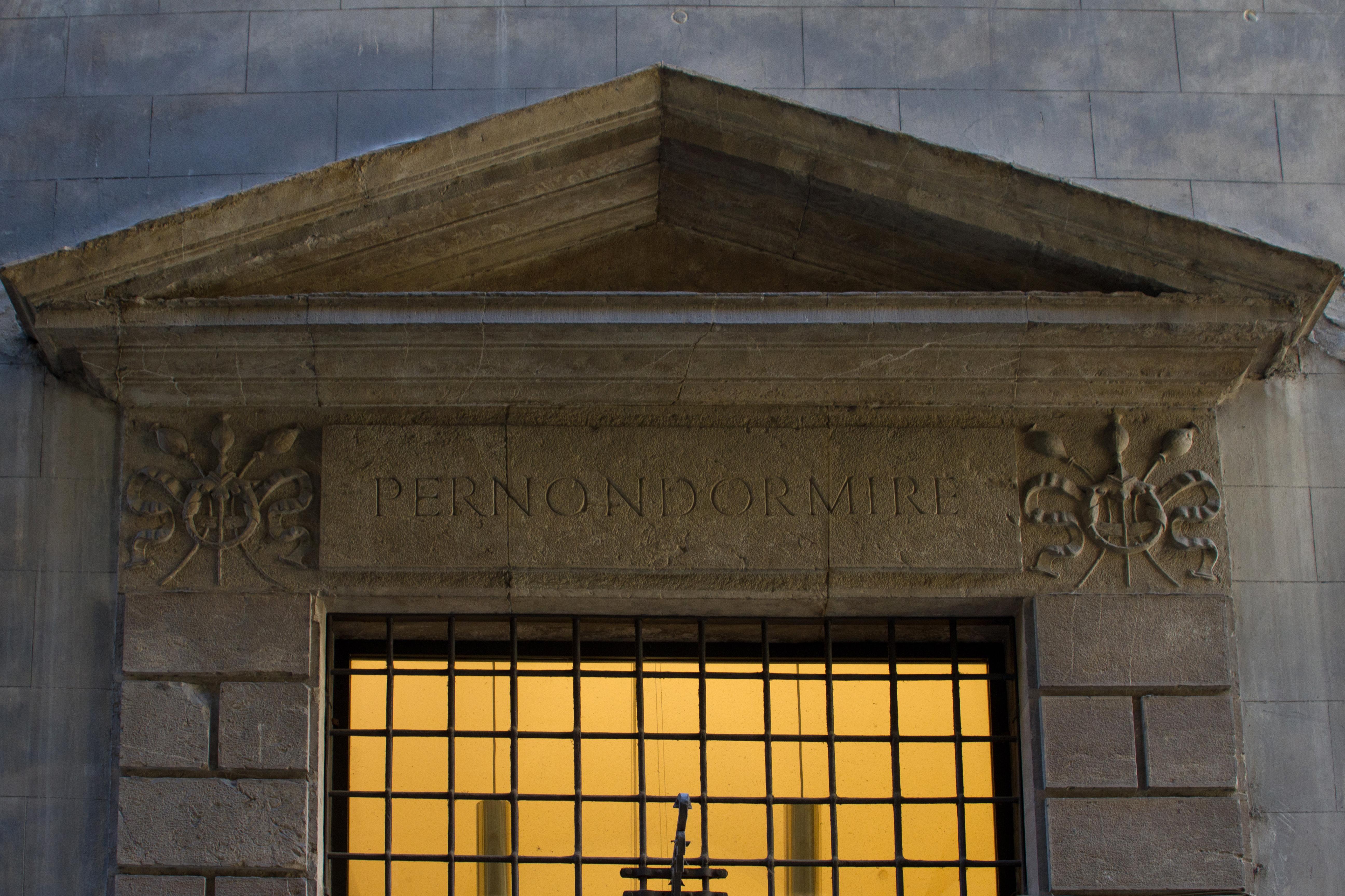 Visita guidata per scoprire curiosità e aneddoti del centro storico di Firenze.